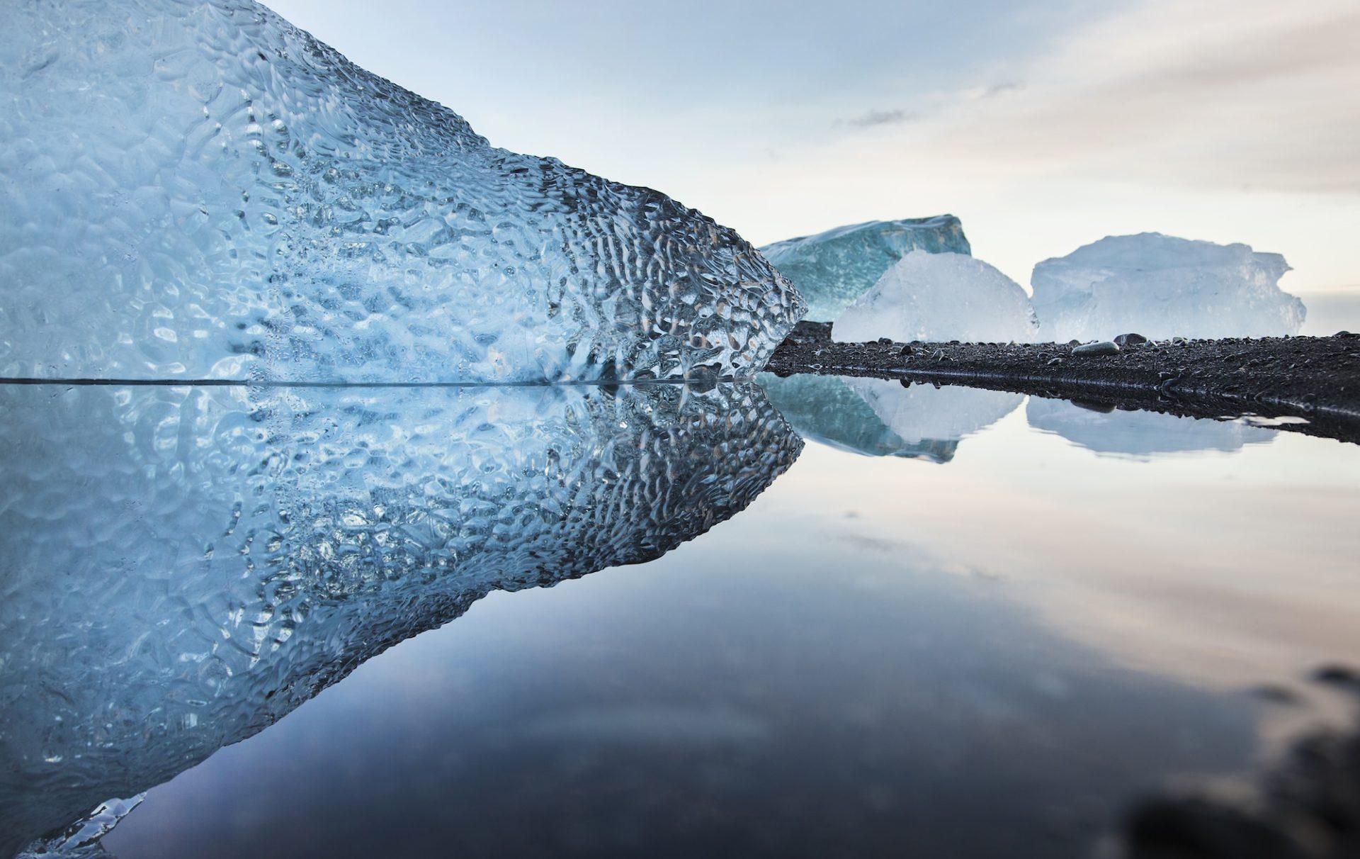 Islanti on tulen ja jään maa. Tänne tullaan - ja jotkut jäävät. (Kuva: Björgvin Hilmarsson)