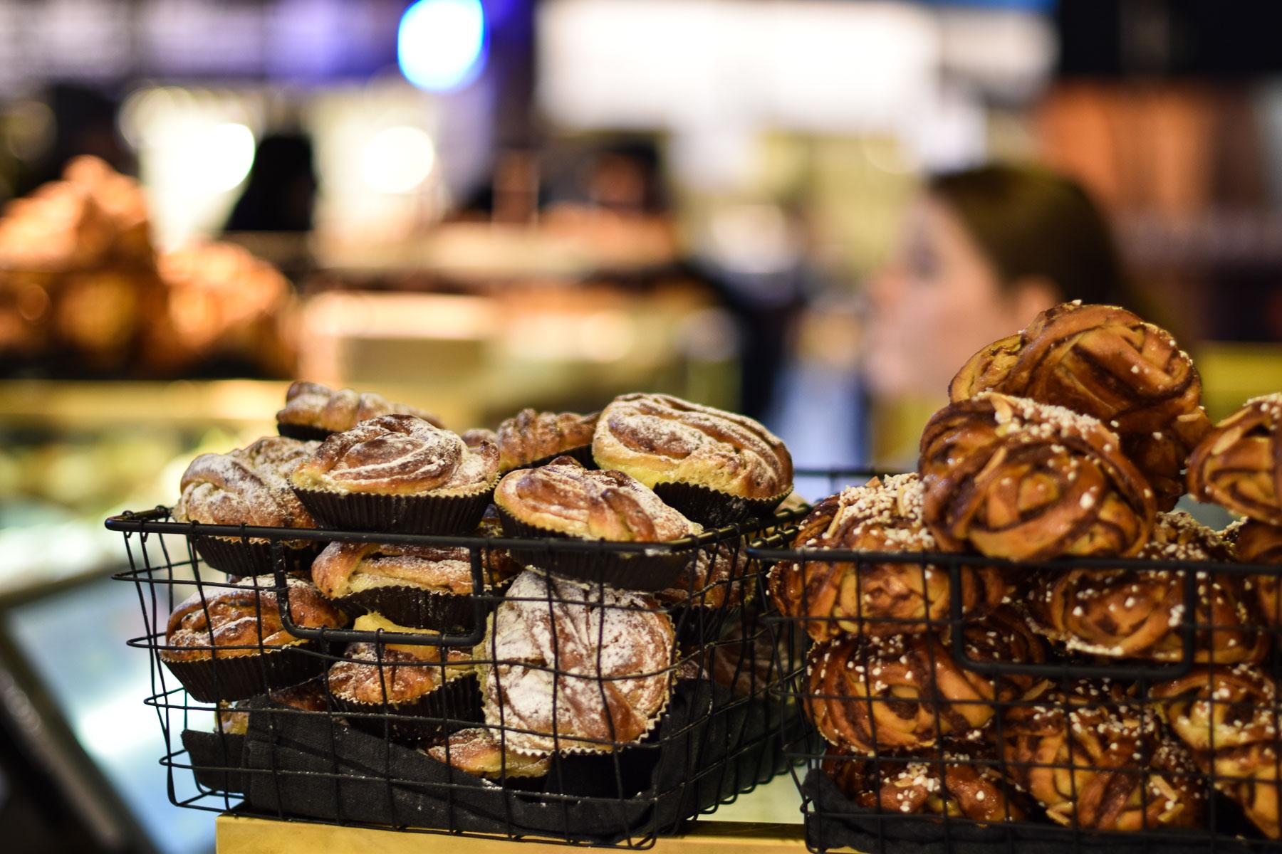 Pysähdy ostosten lomassa pullakahville eli Fikalle shoppaillessasi Tukholmassa. Kuva: ©Soile Vauhkonen