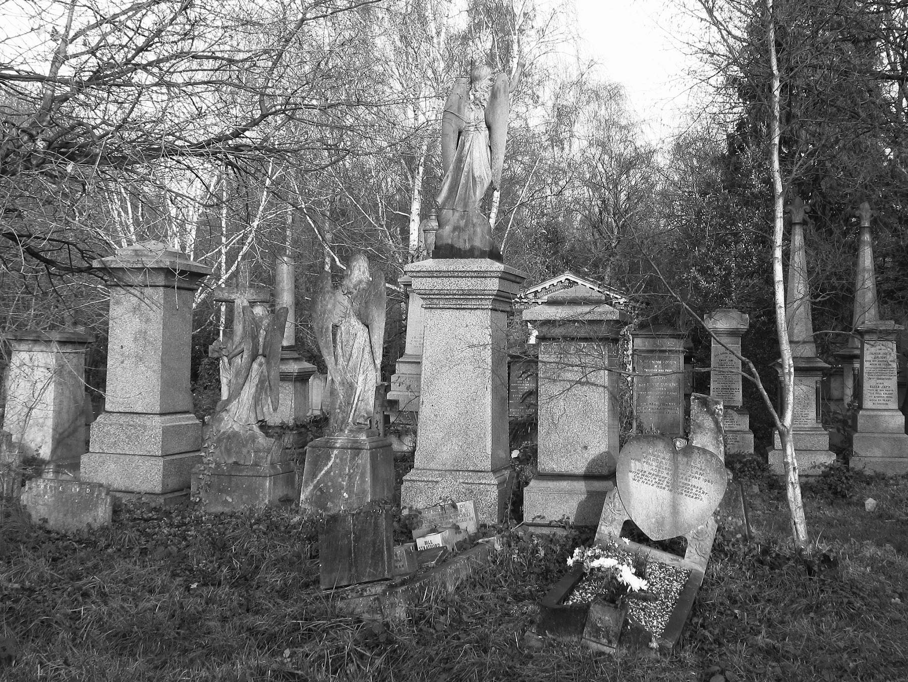 Abney Park Cemetery. (cc David Holt)