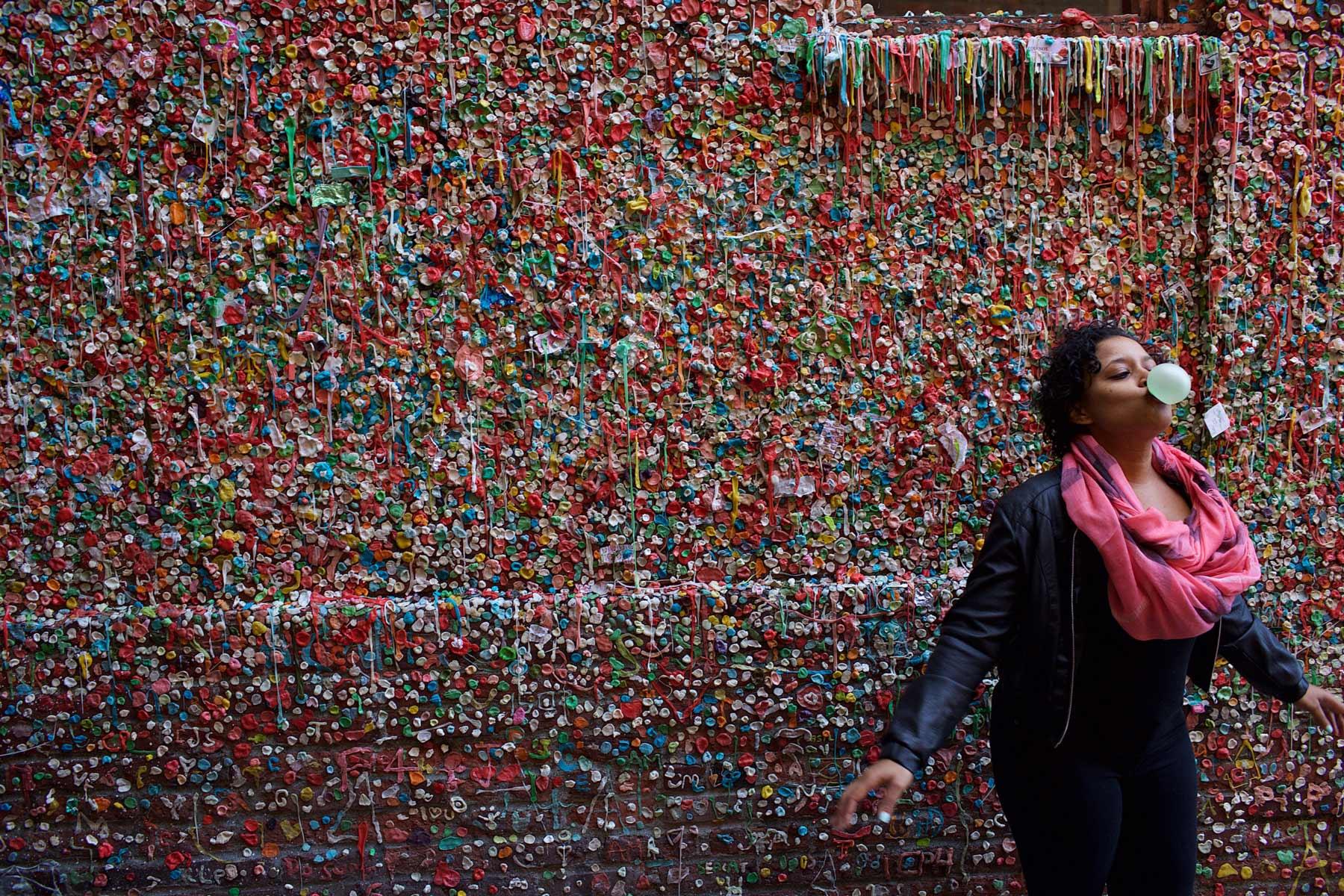 Seattlen purkkaseinä Pike Place Marketin eteläkulmassa on suosittu kuvauspaikka. © Alex Kampion/tripsteri.fi