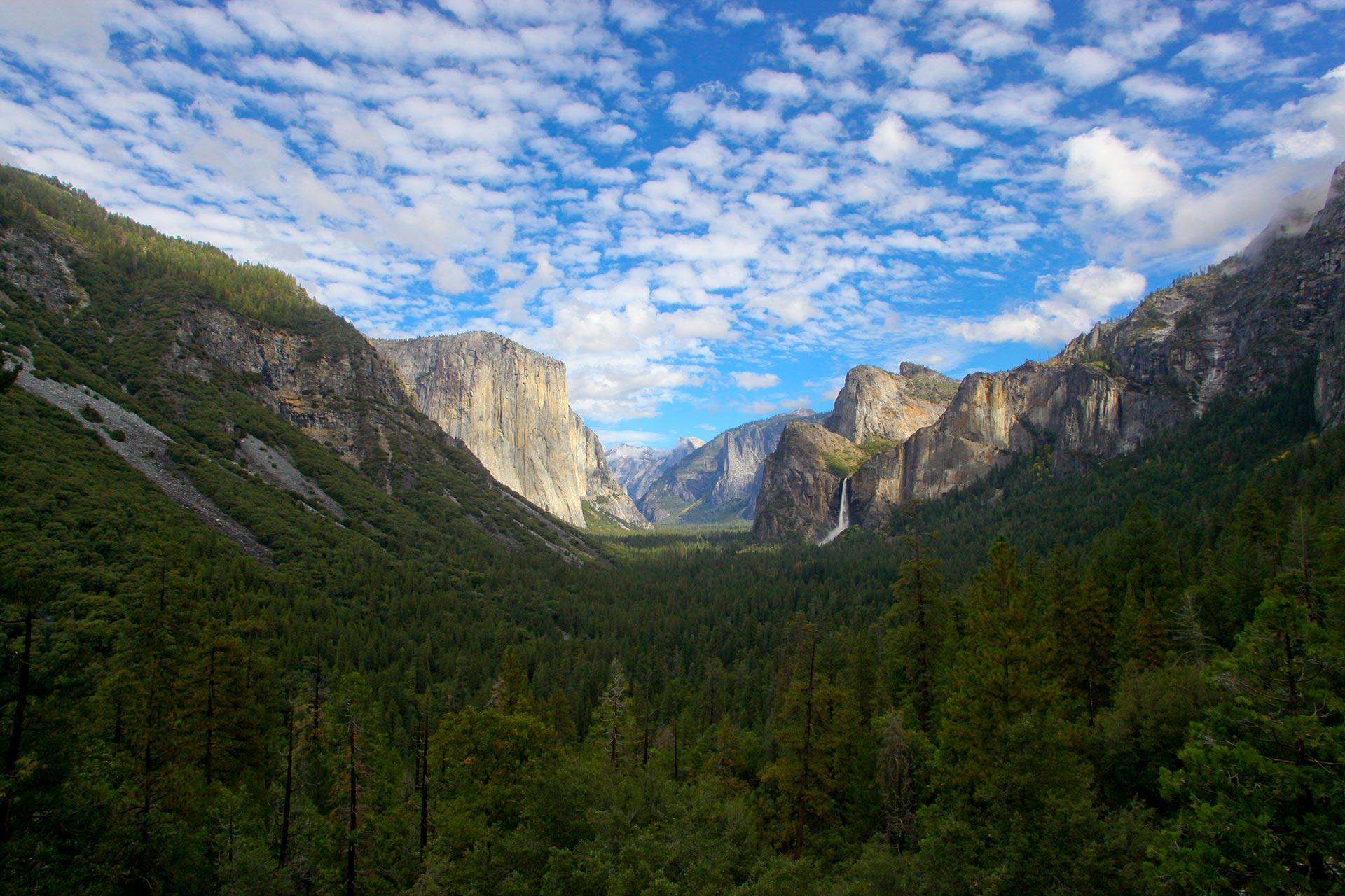 Yosemiten huikeita maisemia. Kuva: TVZ Design, Flickr.com, CC 2.0.