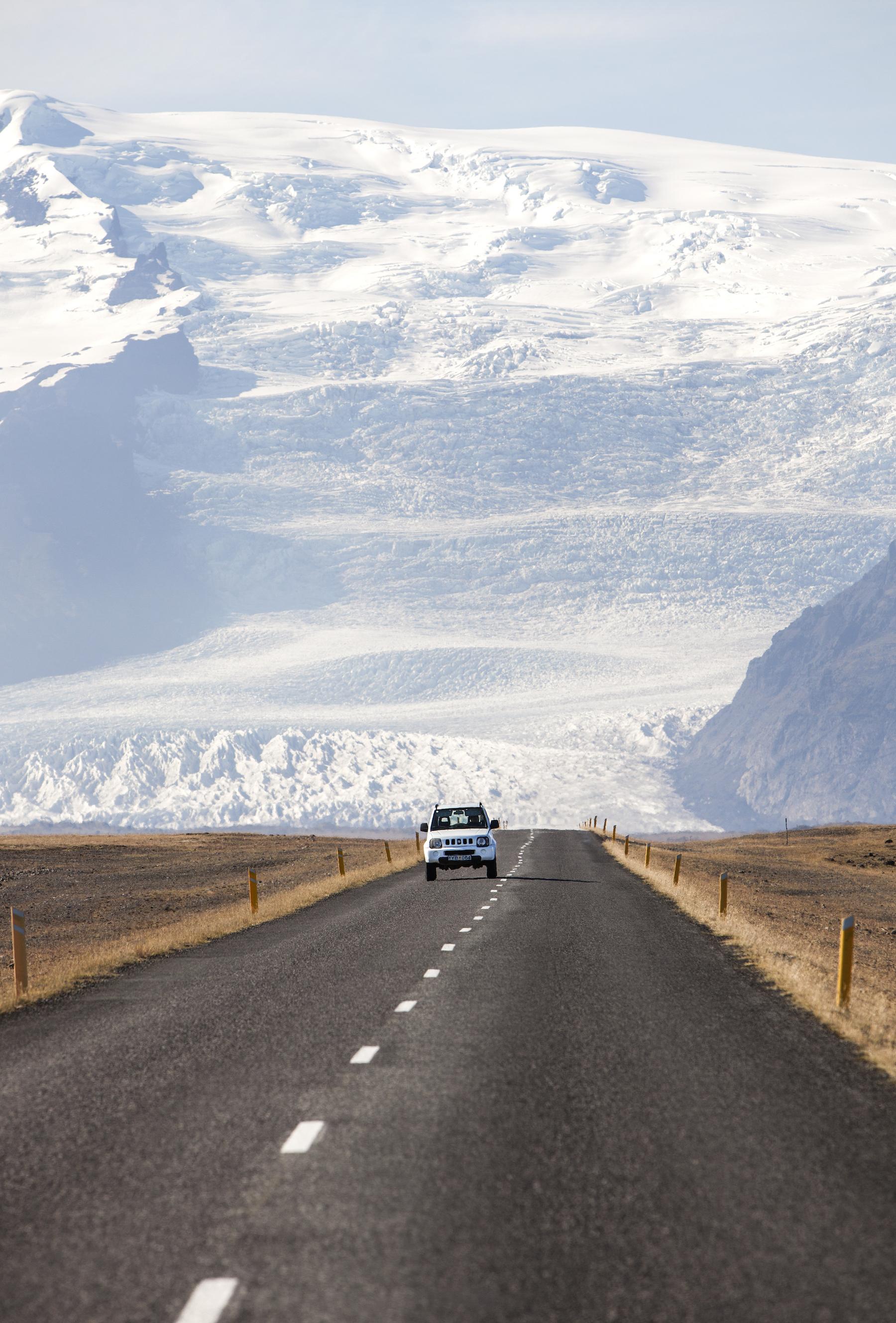 Roadtrip jäätikkömaisemiin! Islannin teillä maksiminopeus on 90 km/h. (kuva Björgvin Hilmarsson)