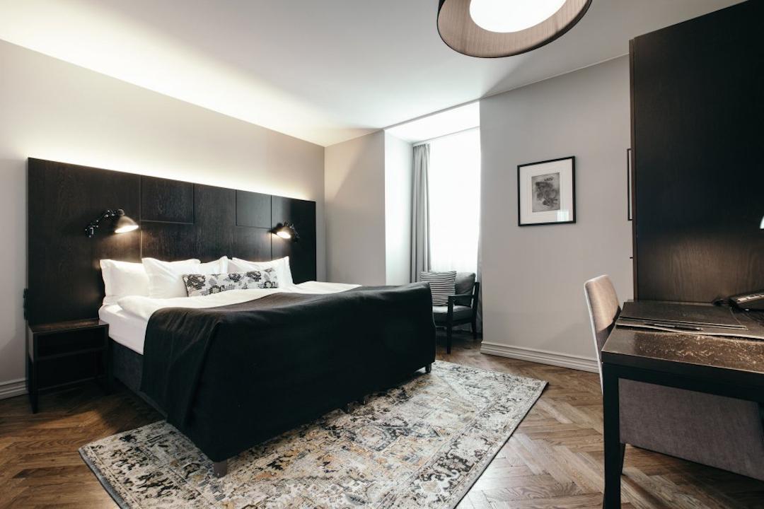 Apotek Hotel on butiikkihotelli arvokkaassa vanhassa kivitalossa. Design-tietoisille ja hyvää palvelua arvostaville. Kuva: Apotek Hotel.