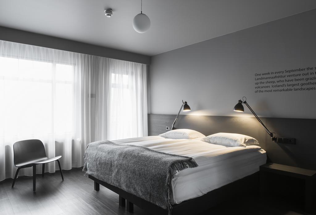 Skuggi on islanninkielinen sana ja tarkoittaa varjoa. Mukava keskitason hotelli, hämyisä ja kotoisa. Kuva: Skuggi.
