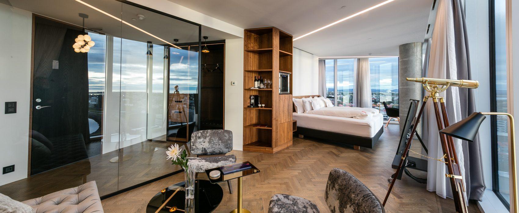 """Tower Suites on yhtä kuin kahdeksan sviittiä Reykjavíkin ainoassa """"korkeassa kerrostalossa"""". Huikeat näkymät! Kuva: Tower Suites."""