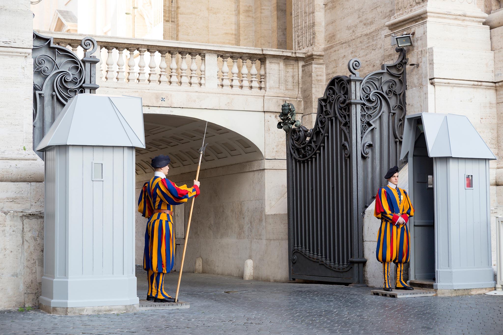 Vatikaanin portinvartijat © Tuulia Kolehmainen