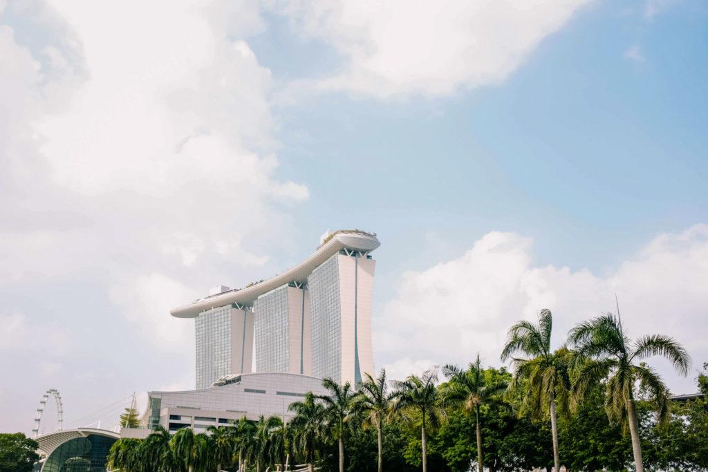 Marina Bay Sands hotellin katolla on näköalapaikka, uima-allas ja monta upeaa ravintolaa. Kuva: Adrien Olichon Unsplash