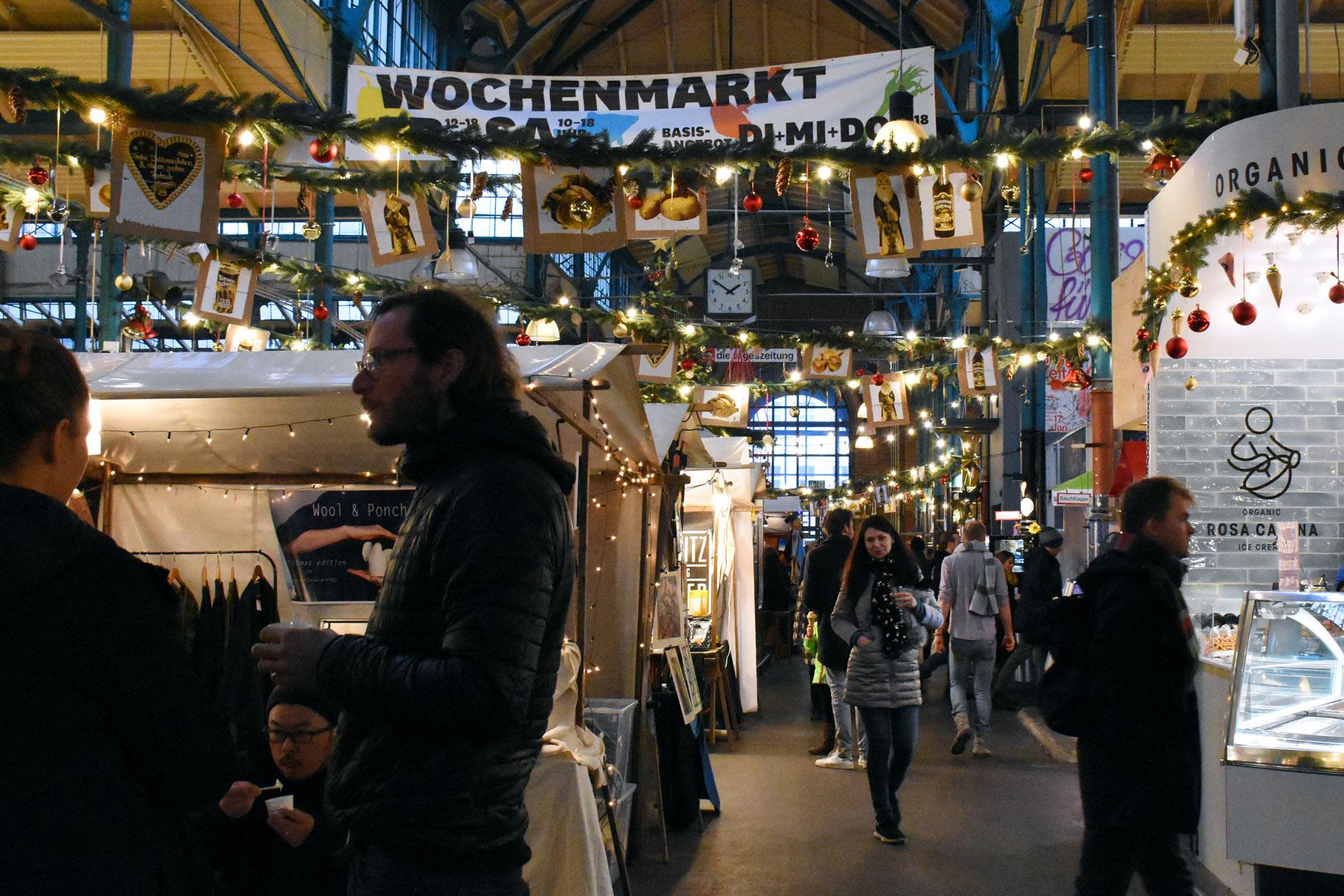 Merry Markthalle -joulumarkkinat suositussa kauppahallissa.