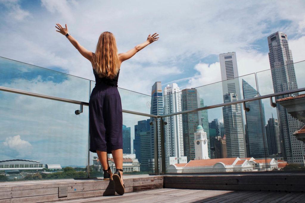 Taustalla singaporen liikekeskusta. Kuva K8 - Unsplash