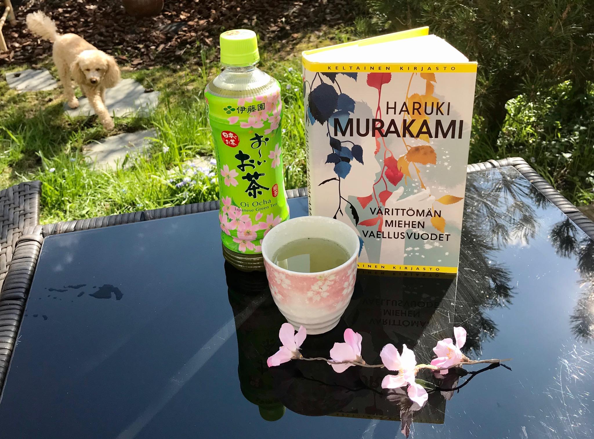 Murakami maistuu sisällä ja ulkona. Kuva: Siru Valleala.