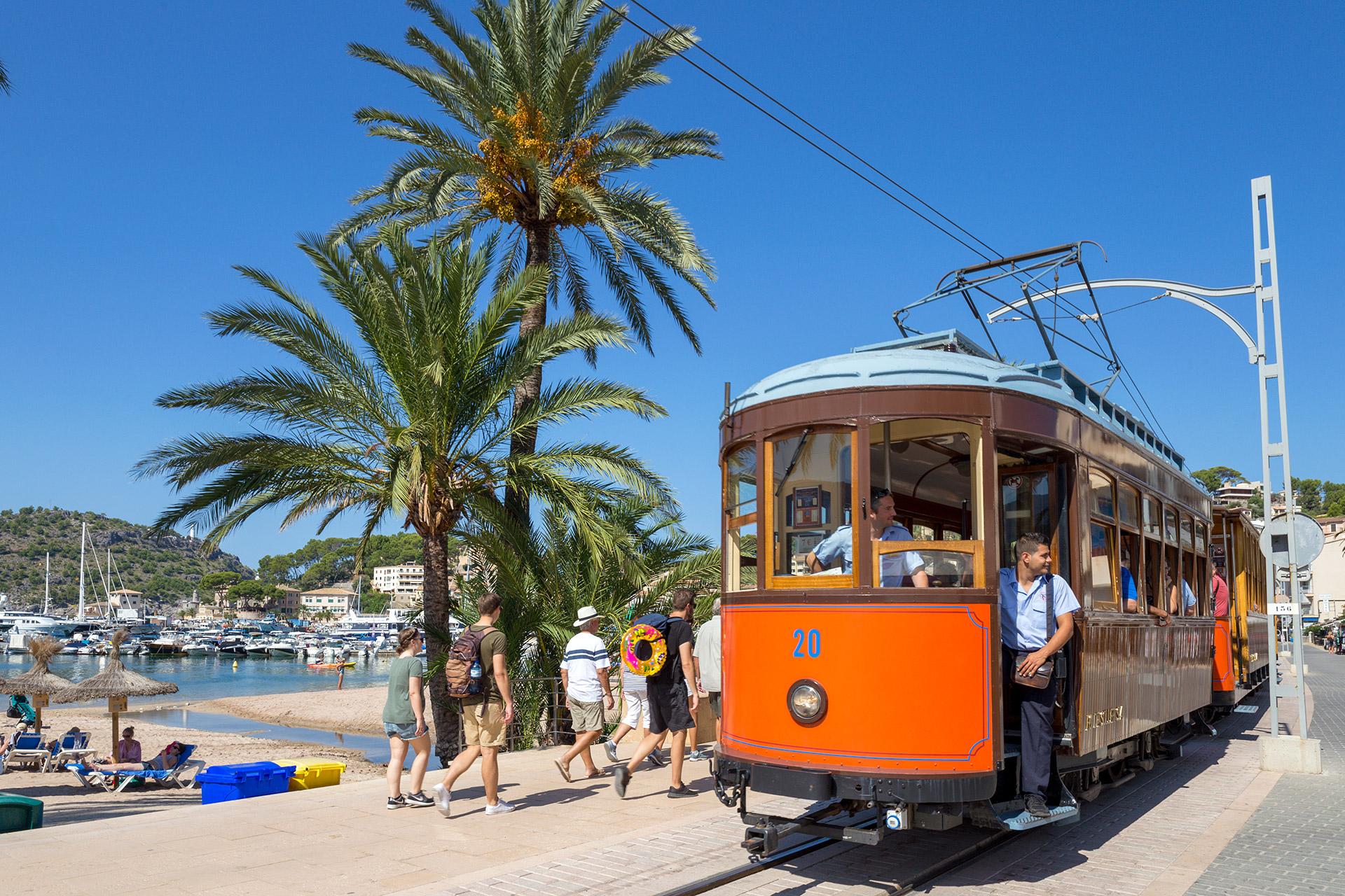 Sóllerin raitiovaunu. Port de Sóller, Mallorca © Tuulia Kolehmainen