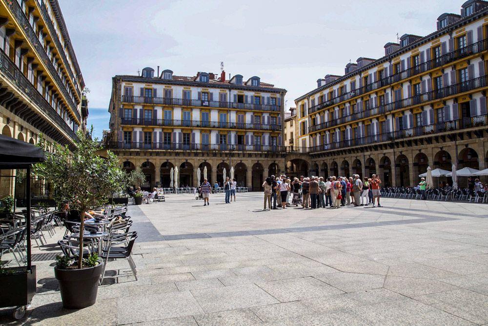 San Sebastian, Plaza de la Constitución © Teemu Neittamo