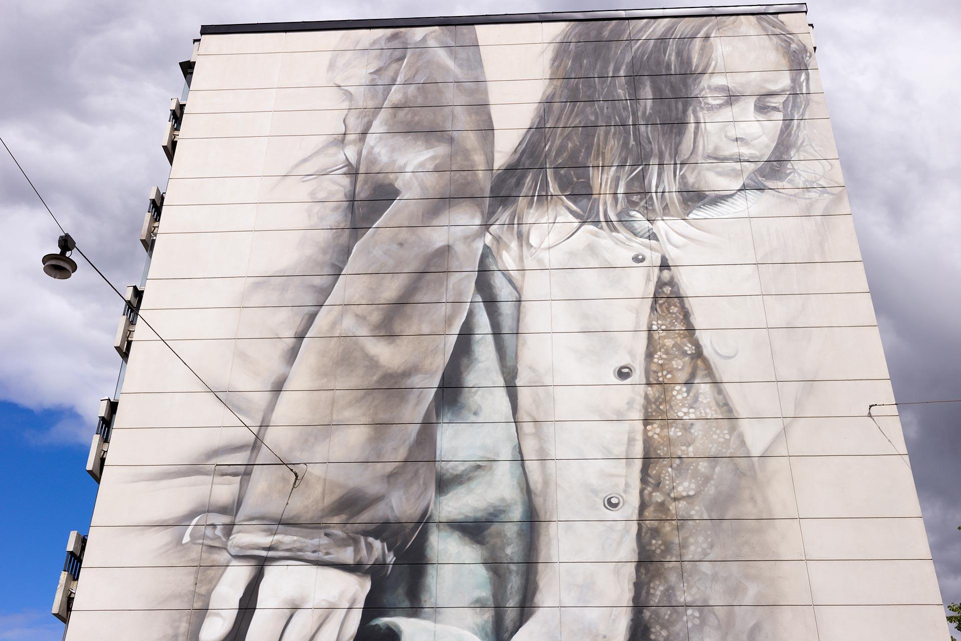 Van Heltenin maalaama muraali Helsingin Vallilassa. © Tuulia Kolehmainen