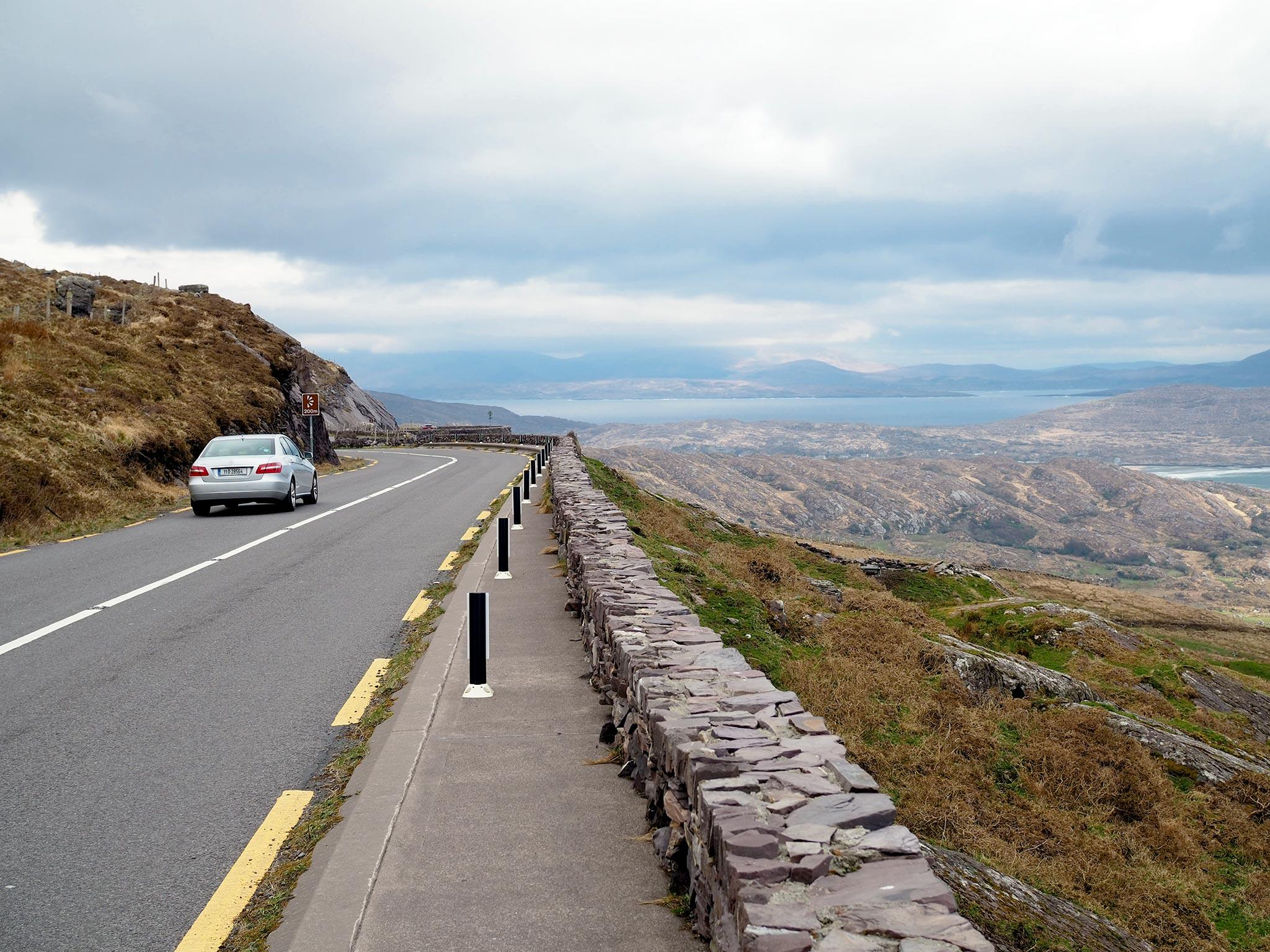 Irlanti-kirjaan materiaalia keräämässä Irlannin roadtripillä. Kuva: Moona Laakso