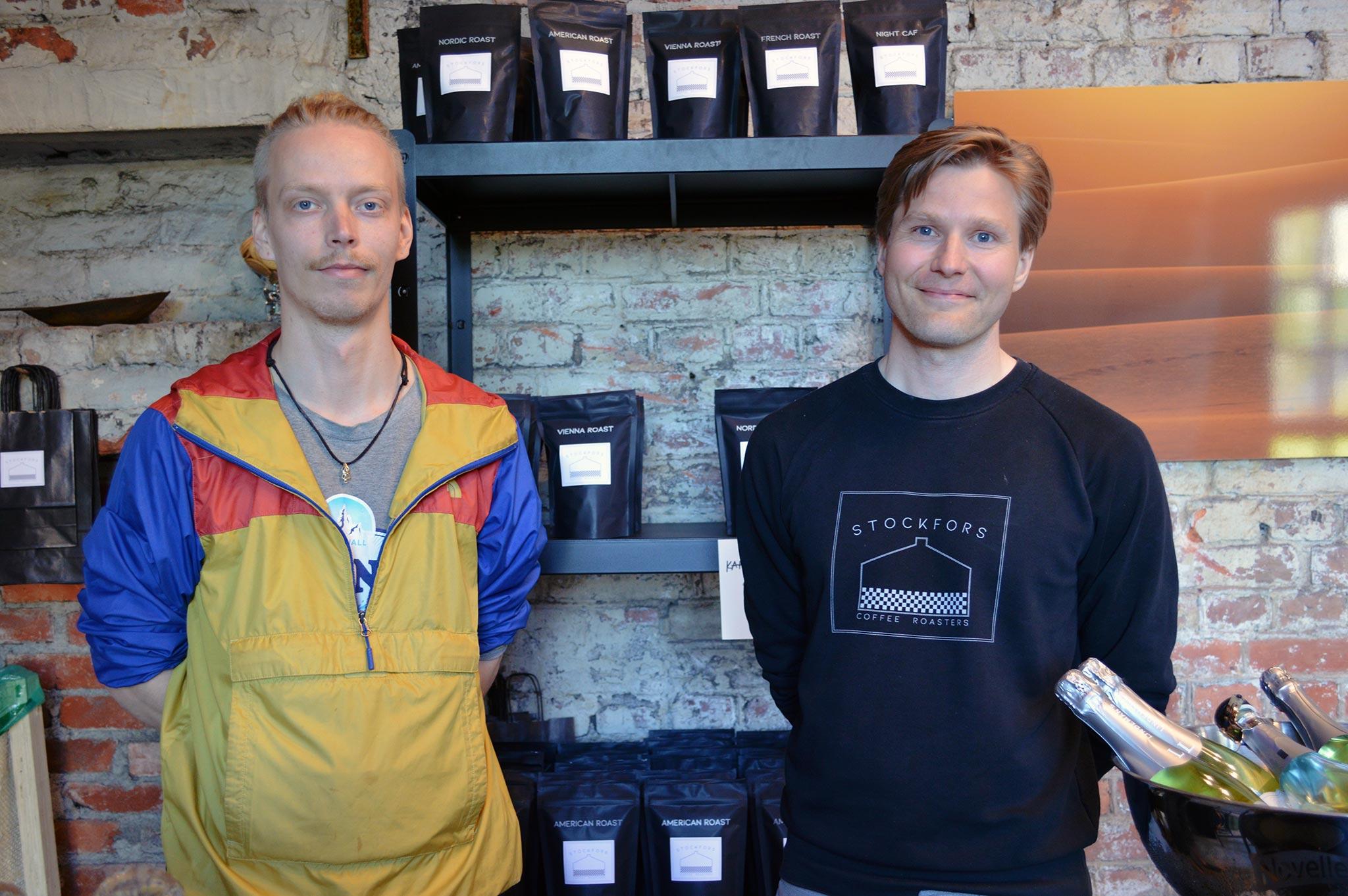 Kahvipaahtimo, vasemmalta Jaakko Marttinen ja Nikolas Bardy