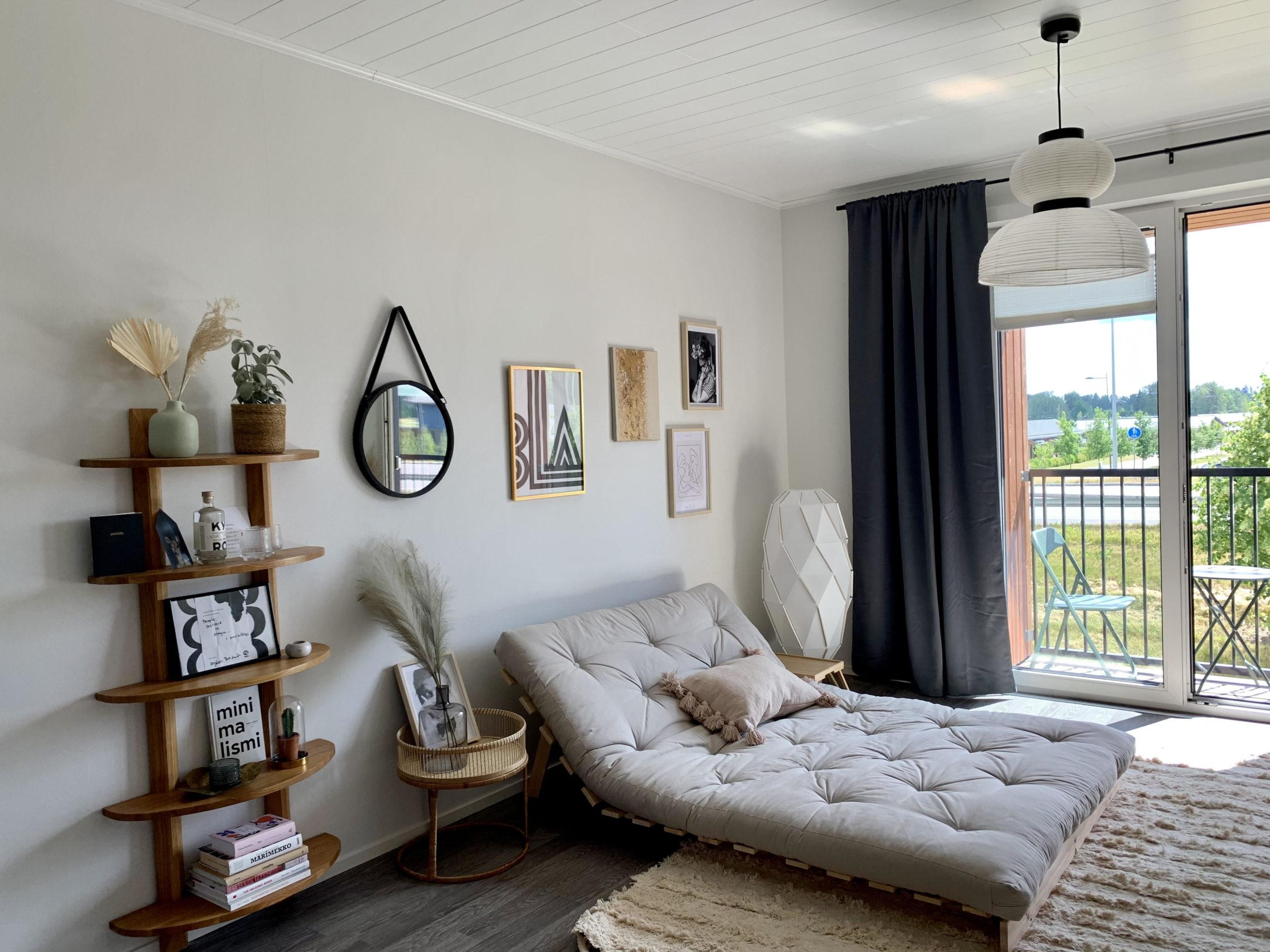 Airbnb-asunto Lepolassa on sisustettu tarkoin valikoiduilla second hand sekä design-tuotteilla. © Moona Laakso