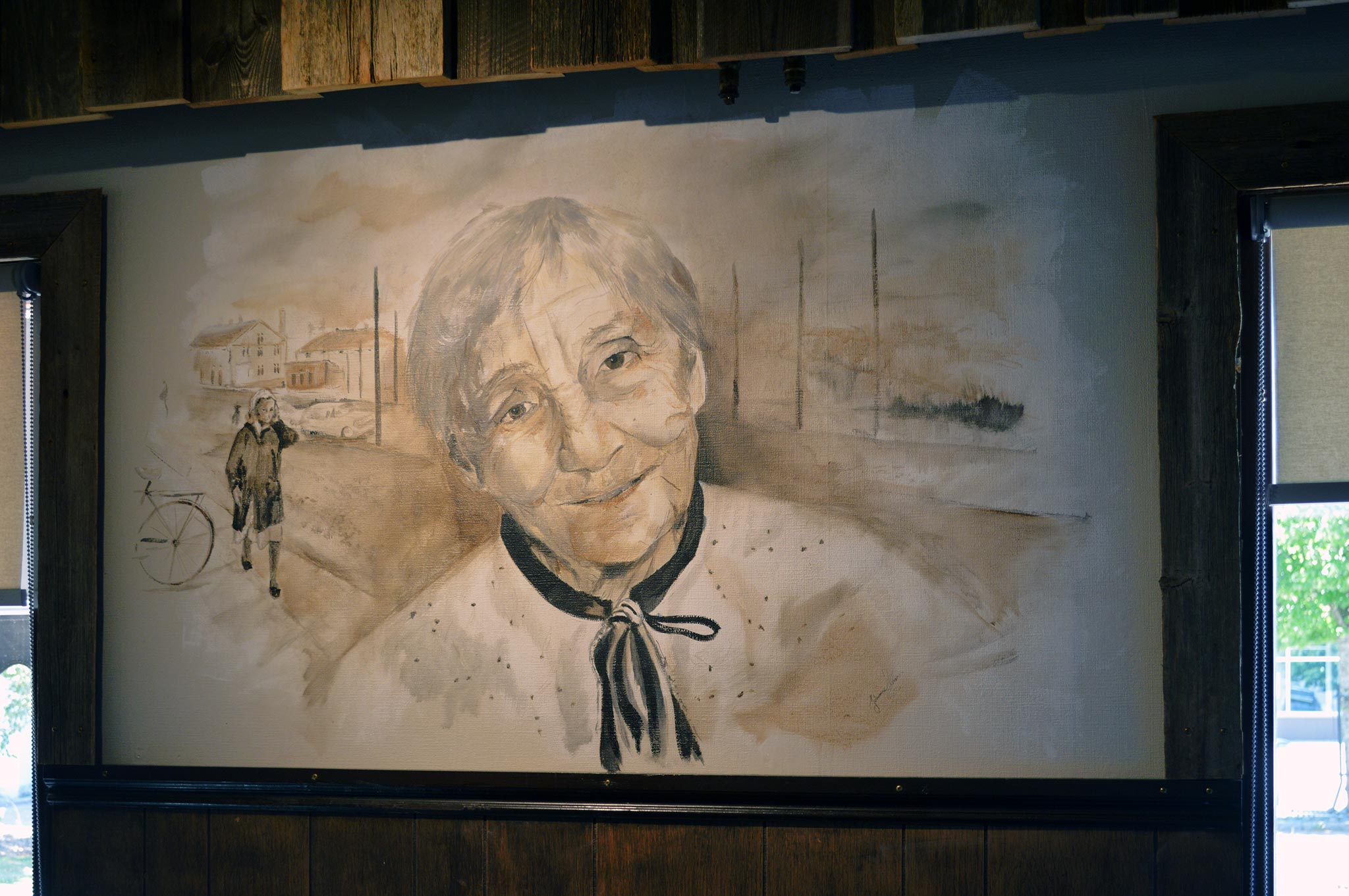 Jussin Baarin perusti vuonna 1961 Katri Alangon isoäiti Ensi Euyfrosyne Waselius, josta on tehty ravintolaan seinämaalaus.