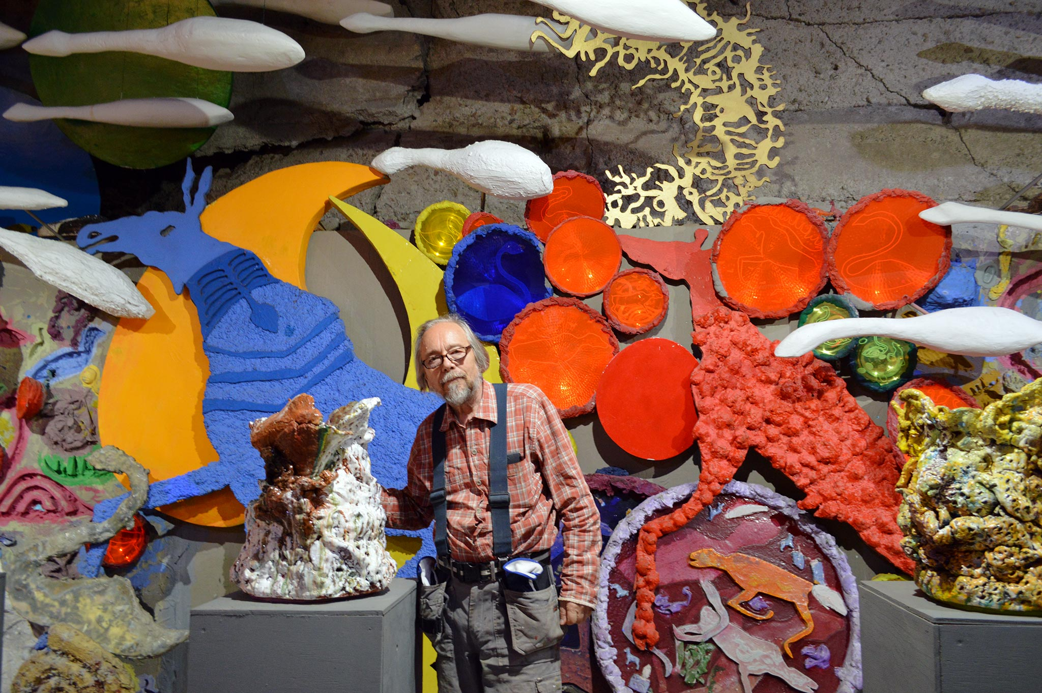 Taiteilija Antero Kare pyörittää Someron Kivimeijeriä ja saa omiin keramiikkateoksiinsa inspiraatiota pohjoisen muinaistaiteesta.