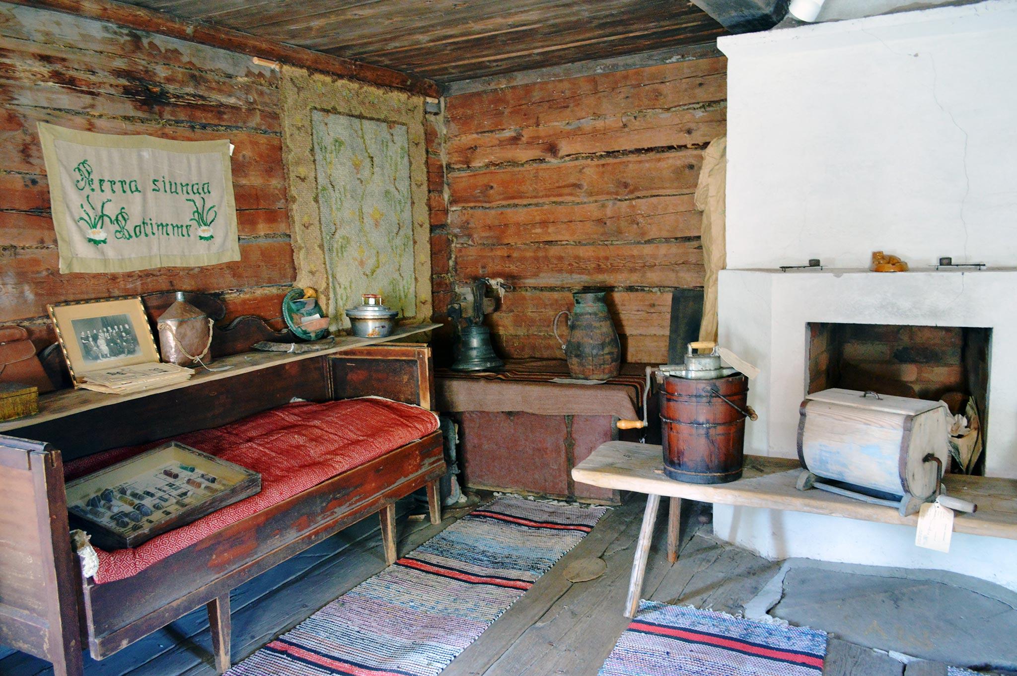 Riutan torpan päärakennus vuodelta 1823 on tuotu museoalueelle Someron Terttilän kylästä.