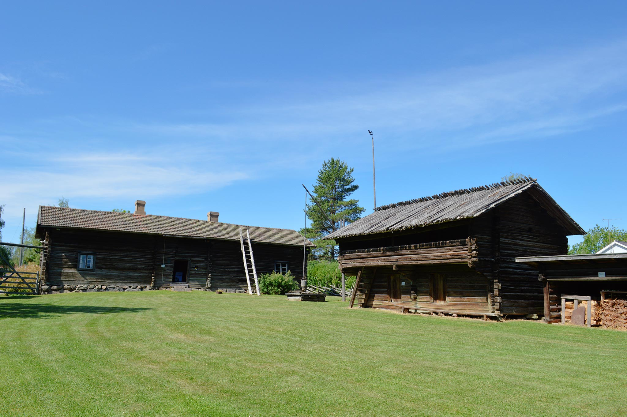 Someron Torppamuseon pihapiirissä on 13 rakennusta.